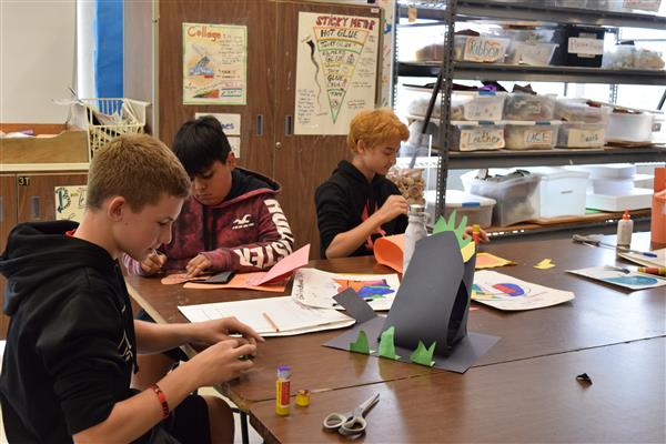 FLMS students work on 3D art