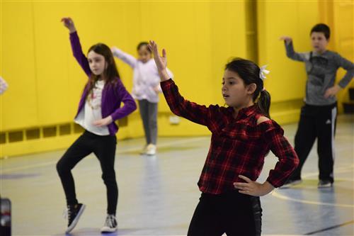 MKES students learn to dance with Sol y Sombra